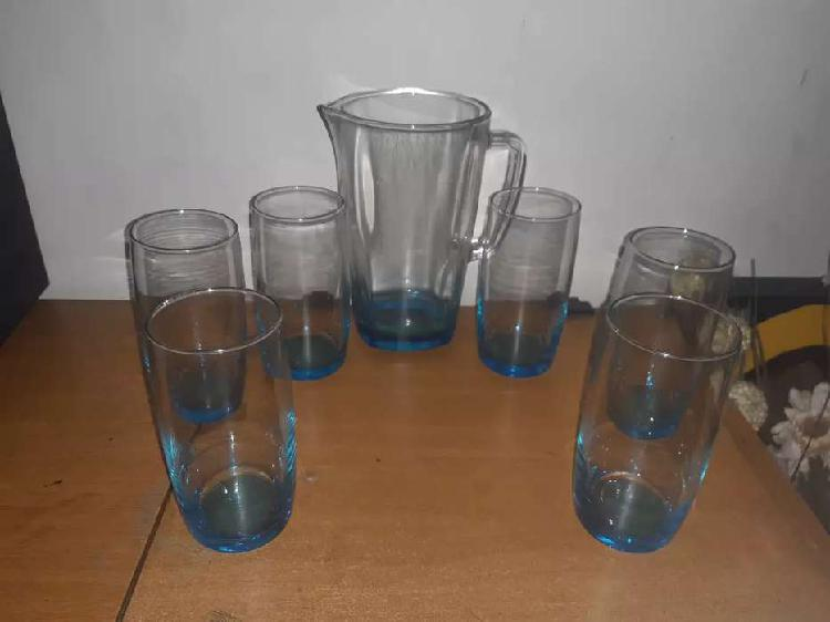 Juegos de copas y vasos de lujo en cristal.