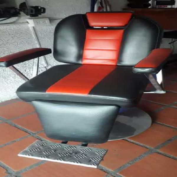 Silla barbero y mesa maniquiure barberia