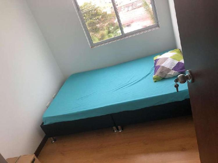 Vendo base cama doble, cabezero, y cama sencilla.