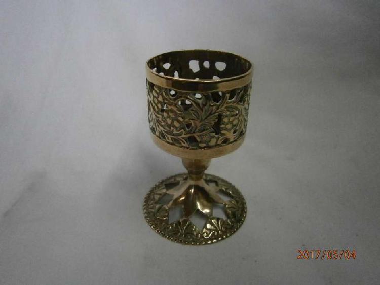 Candelabro bronce vela o velón mediano , base huecos forma