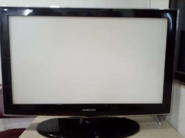 "Tv samsung 32"" pantalla partida"
