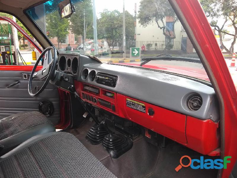 Se vende camioneta toyota japonesa original 1982