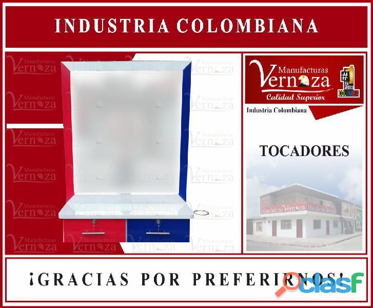 BL.8 TOCADORES DE CAMERINO O PELUQUERIA Y VITRINA.