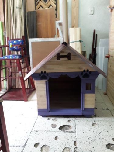 Casa en madera raza semi grande decorada y marcada