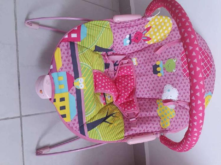 Se vende silla vibratoria de bebe rosada