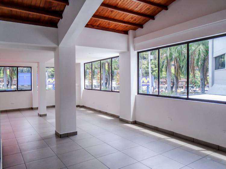 Oficina comercial en arriendo poblado manila. cod pr8976
