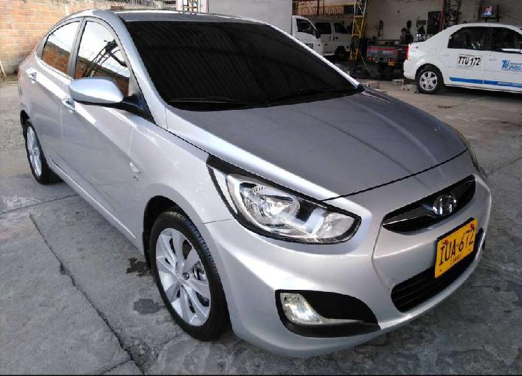 Se vende hyundai i25 modelo 2012 color gris plata