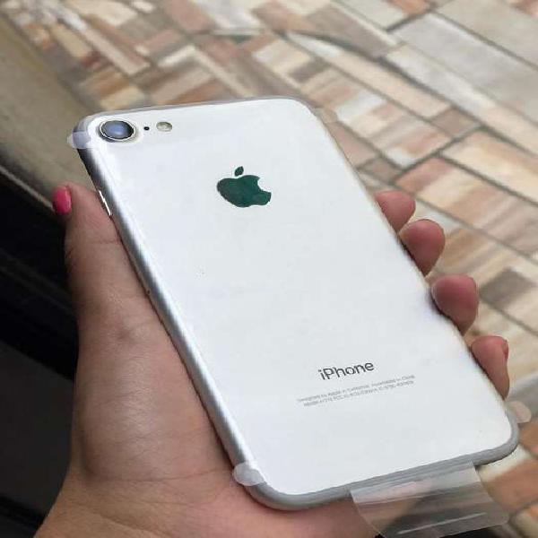 Vendo iphone 7 como nuevo.