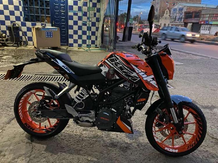 Gangazo, venta de hermosa moto duke 200