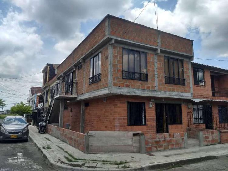 Se vende casa 2 niveles bifamiliar con terraza esquinera b/
