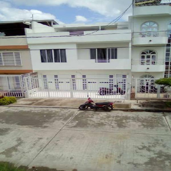 Se vende casa bifamiliar de 3 niveles en palmira b/ altamira