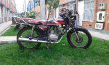 Vendo moto italiana para repuestos motivo viaje