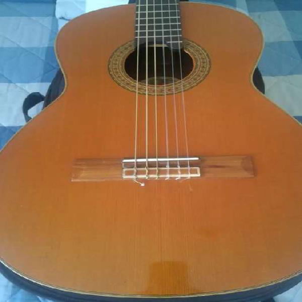 Antigua guitarra española