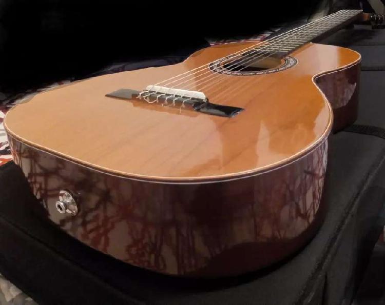 Guitarra yamaha electroacústica