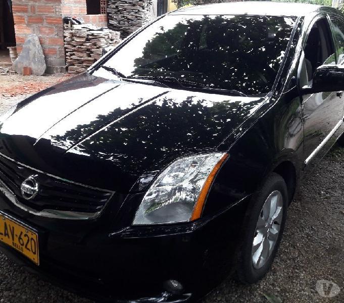 Nissan sentra 2s modelo 2013 en muy buen estado