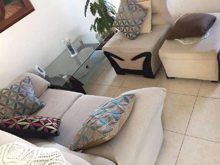 Juego de sala 2 sofa ,puff y mesa de centro