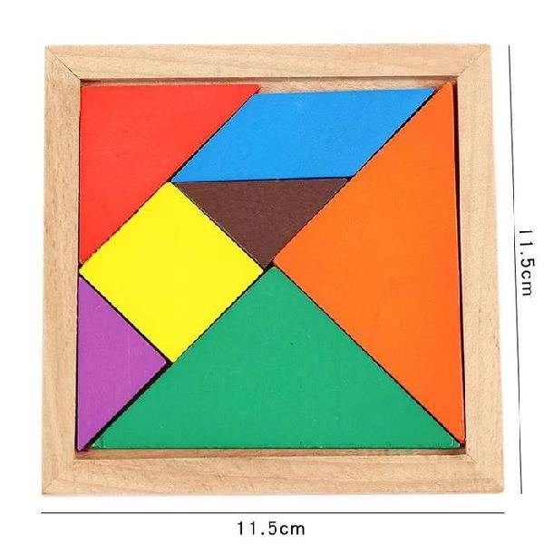 Tablero interactivo tangram de madera piezas geométricas.