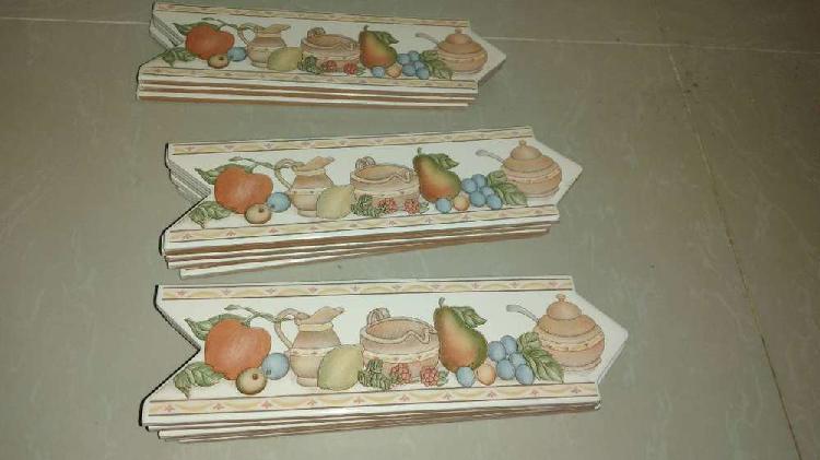 Vendo 3 mts lineales de cenefa en cerámica decorativa para