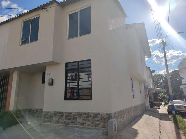 Casa remodelada de 2 pisos