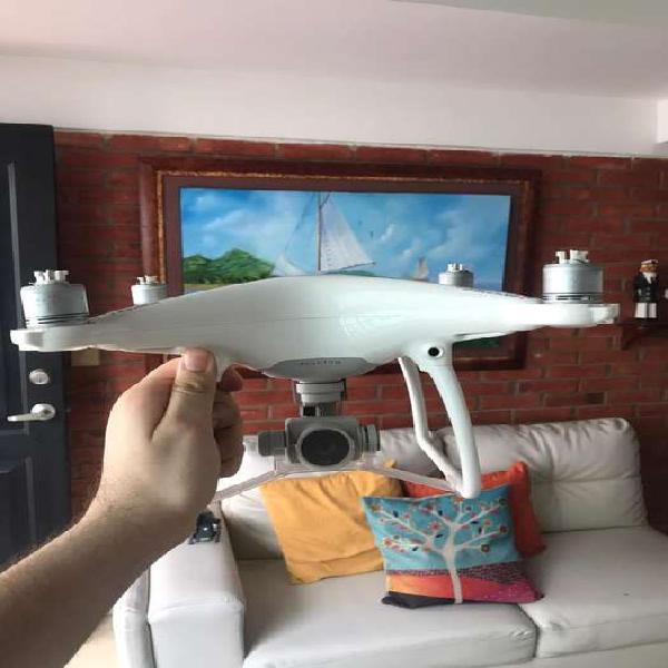 Drone dji phantom 4. muy poco uso 10/10