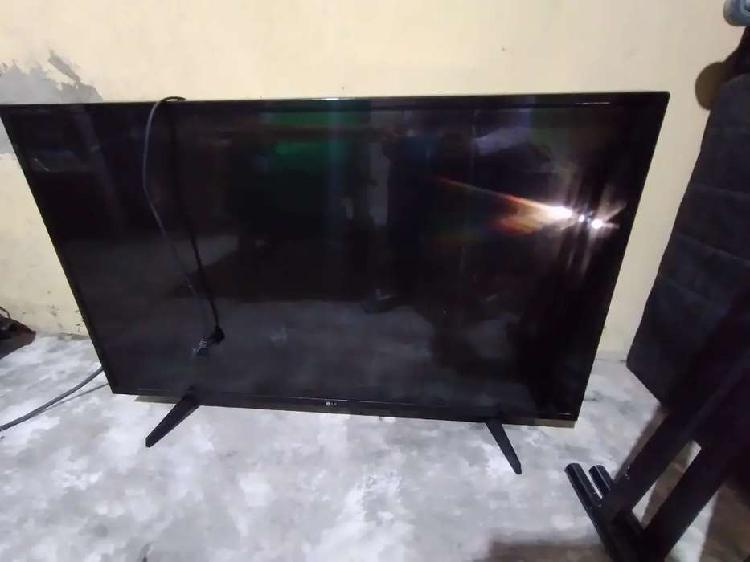 """Tv lg smart tv 42"""" pantalla partida"""