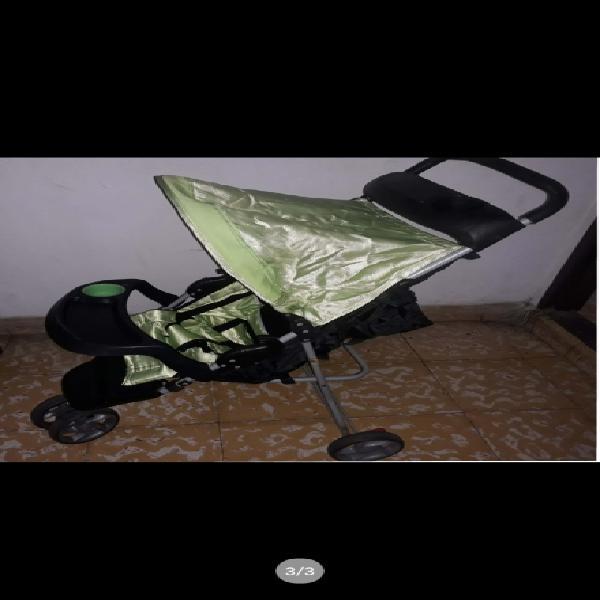 Se vende coche para bebe como nuevo