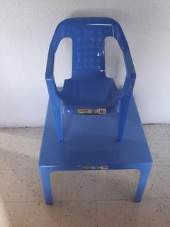 Mesa para niño (a) + 2 sillas rimax