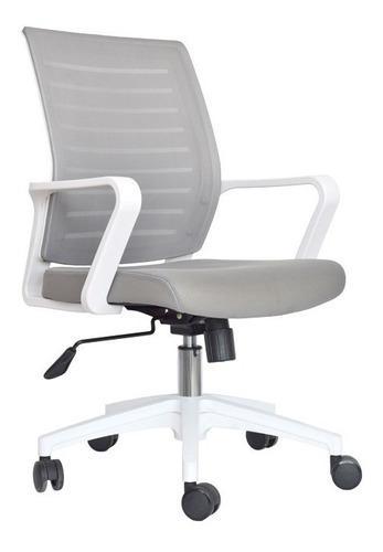 Silla de oficina en malla gris con brazos fijos blancos