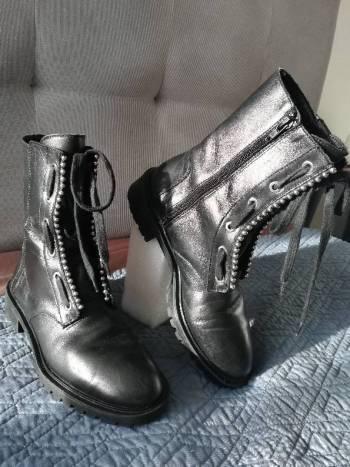 Botas negras en cuero zara