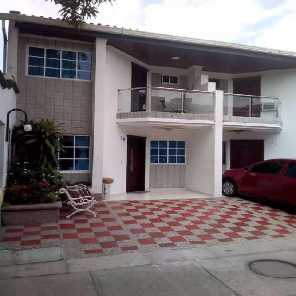 Casa conjunto dos pisos
