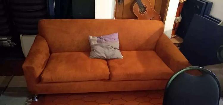 Sofá de tres puestos usado