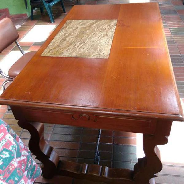 Clasico escritorio suizo cedro