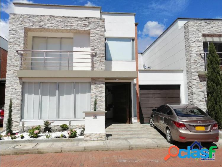 Casa para venta en urbanización cerrada heliconias