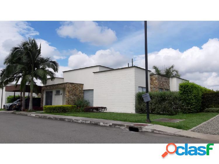 Casa campestre 240 m2 lote 700 m2 club campestre