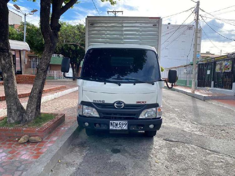 Se vende camion hino respaldado por toyota - año 2016 -