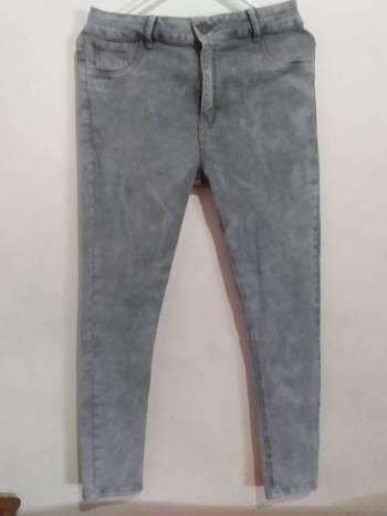 Jeans ochentero gris
