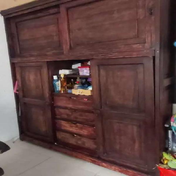 Closet en madera 100% masiza grande