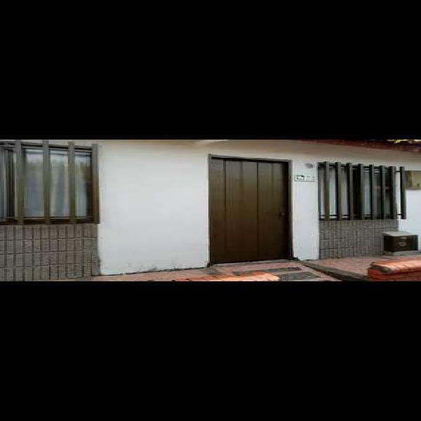 Casa en conjunto residencial villa del roble cartago valle