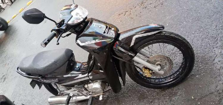 Vendo o cambio moto akt especial 110 modelo 2008 solo