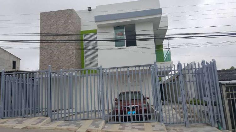 Apartamento duplex nuevo a media cuadra de la principal de