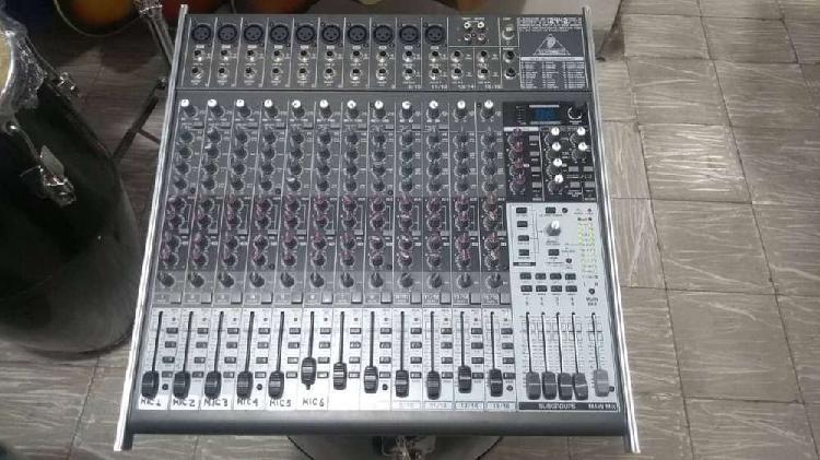 Consola behringer xenyx 2442fx de 16 canales usadausada