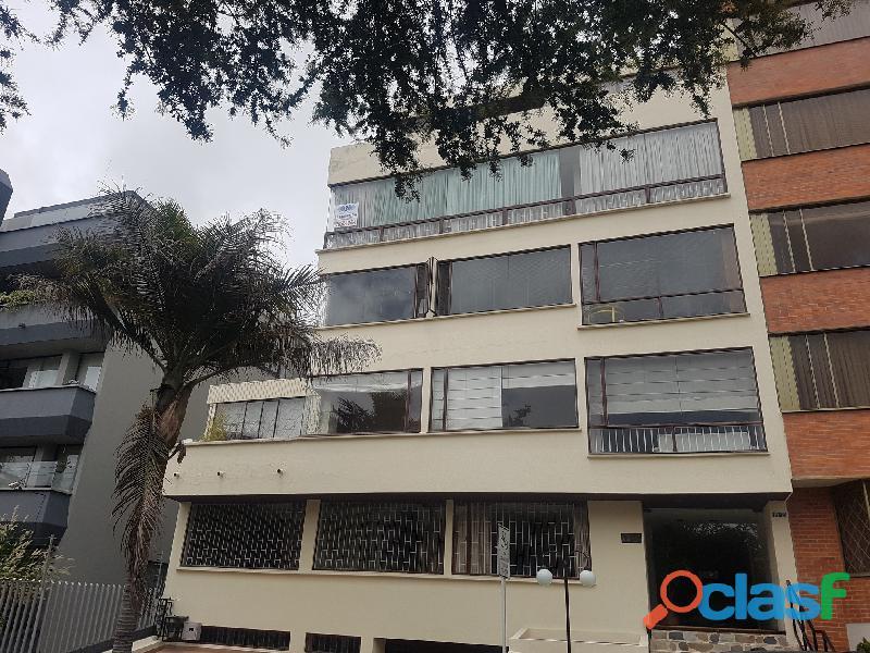 Arriendo o vendo apartamento en Santa Barbara de 210 mt2