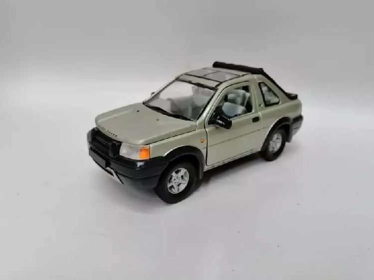 Carro a escala 1/24 land rover metal u.s.a colección