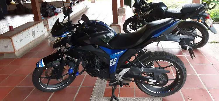 Vendo moto gixxer precio negociable