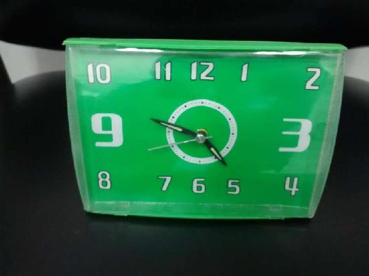Reloj despertador de mesa nuevos, diferentes estilos