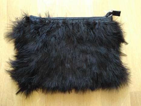 Bolso - plumas negras - stradivarius