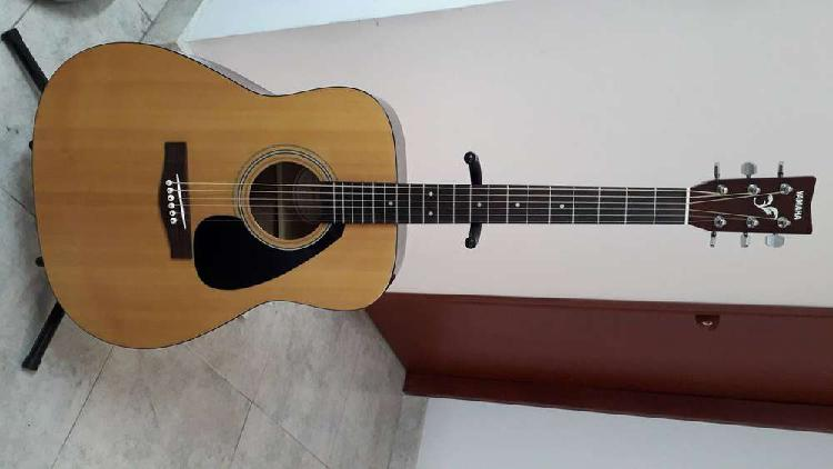 Vendo guitarra acustica yamaha F 301 con estuche duro F 301