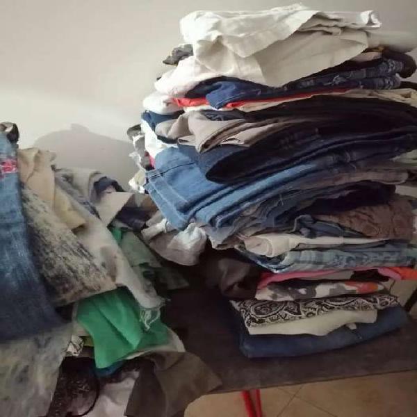 Se vende pacas de ropa usada