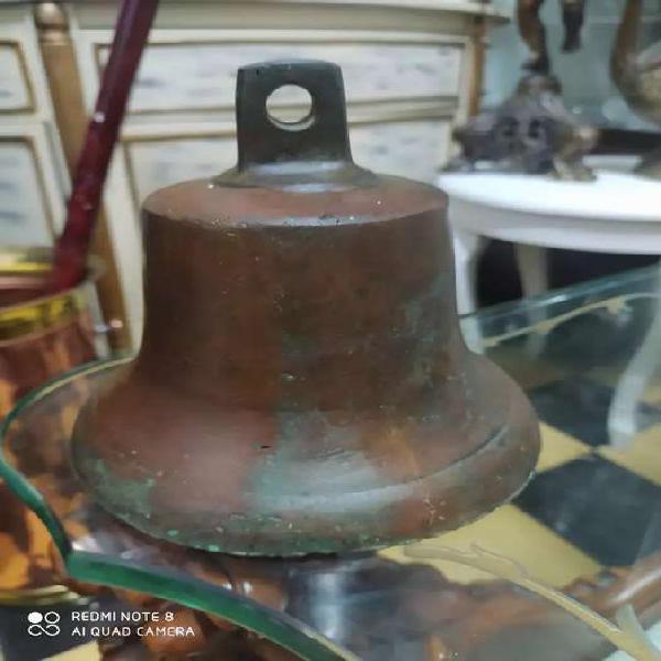 Campana en bronce antiguo