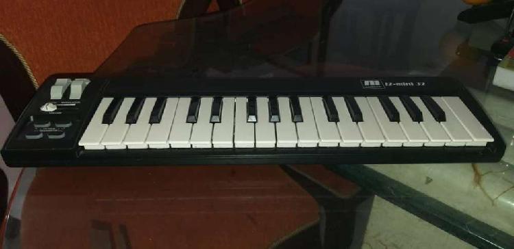 Interfaz teclado midi mini